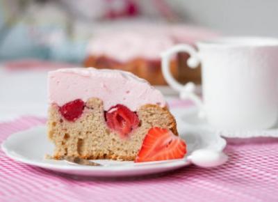 Orkiszowe ciasto z truskawkami i ptasim mleczkiem (bez cukru) - Fitkot