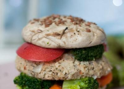 Pieczarkowe burgery z tuńczykiem i warzywami - Fitkot