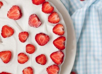 Ciasto bezglutenowe z truskawkami i kremem kokosowym - Fitkot