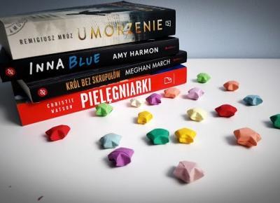 Świat ukryty w słowach: #Luty - stosik książkowy