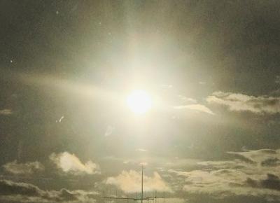 """GLΔSSY X on Instagram: """"Znajdź swoje światło, w którym będziesz lśnił 🌟 #light #motivation #sun #beautiful #sky #day"""""""