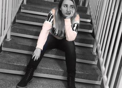 """GLΔSSY X on Instagram: """"Nie przejmuj się tym co ludzie o tobie myślą💪 #polishgirl #school #pink #blackandwhite #stairs #motivation #ddob #ddobinsta"""""""