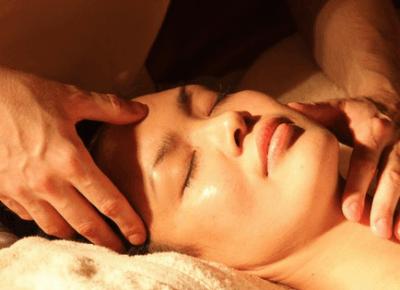 Masaż twarzy, ćwiczenia twarzy - moje top 5 • Glow Up