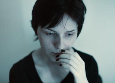 Sygnały, że jesteś emocjonalnie zależna od partnera | Ministerstwo Relacji