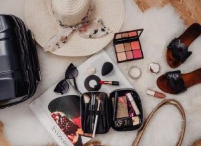 Wakacyjna kosmetyczka - tych kosmetyków do makijażu potrzebujesz! - Hanna's Passions