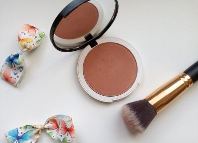 Cosmetics reviews : Naturalny Prasowany Rozświetlający Bronzer Lily Lolo- Bronzed Illuminator - odrobina słońca w makijażu