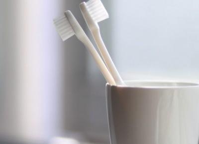 Mycie zębów patykiem - co to jest miswak i z czym to się je | chillife.pl