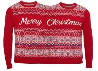 Nie masz pomysłu na prezent? Podwójny sweter od Tesco hitem tegorocznych świąt!