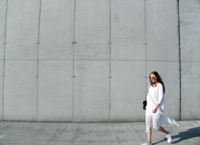 JAWI: WHITE & WHITE