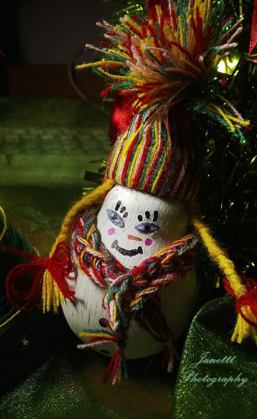 Ozdoba świąteczna DIY, czyli co zrobić ze zużytą żarówką