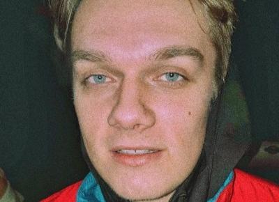 Ronnie Ferrari - wiek, dziewczyna, piosenki. Kim jest twórca Ona by tak chciała? - ESKA.pl