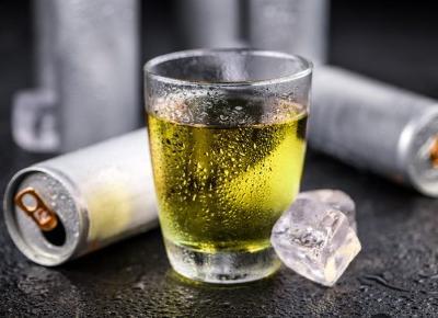 Tych napojów nie powinieneś pić po 40-tce