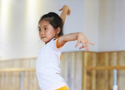 Why dance class is just as important as math class (Dlaczego taniec jest tak samo ważny jak matematyka)