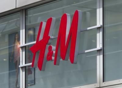 Dziennikarze ujawnili co H&M robi z ubraniami, których nie sprzedał.