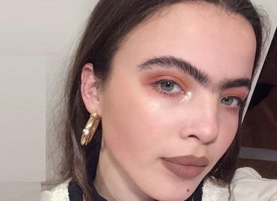 Ta modelka przestała regulować brwi. Jej kariera wreszcie nabrała rozpędu!