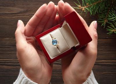 Jak kupić pierścionek zaręczynowy nie znając rozmiaru?