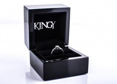 Kiedy kupić pierścionek zaręczynowy? | Blog o biżuterii by KINGY