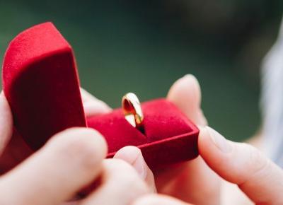 Gdzie kupić pierścionek zaręczynowy? | Blog o biżuterii by KINGY