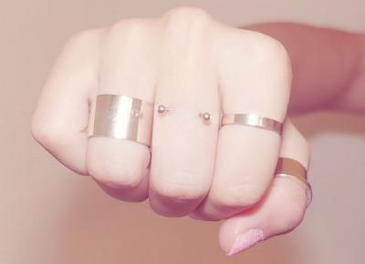 Kolczyki na palcach czyli Finger Piercing | Blog o biżuterii by KINGY