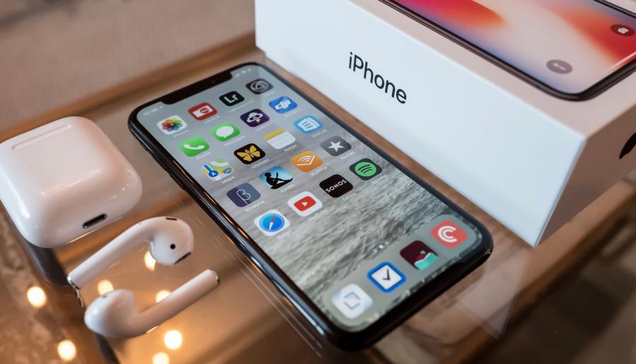 Apple oszczędza. Nowe iPhone'y bez ładowarki i słuchawek w zestawie