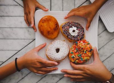 Jak pozbyć się kalorii po tłustym czwartku? 6 miłych sposobów 🍩 🍩