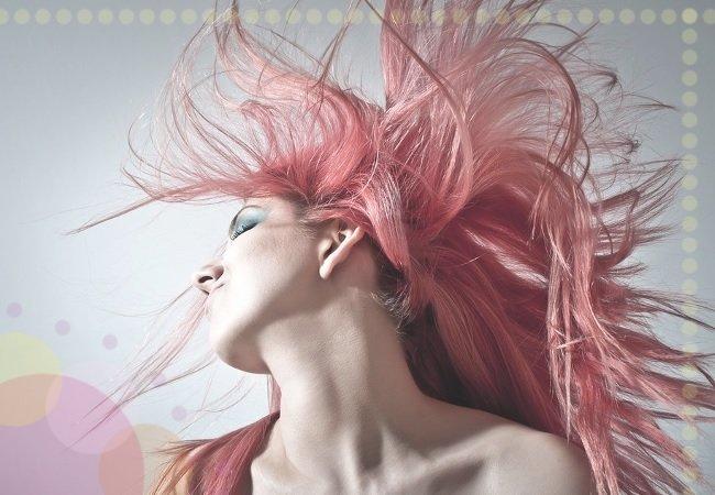 Jak suszyć włosy? 10 wskazówek dla zdrowych i lśniących włosów