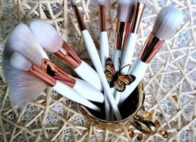 Kosmetyczny Świat Strzałeczki- receznje i testy kosmetyków: Cudowny zestaw pędzelków do makijażu