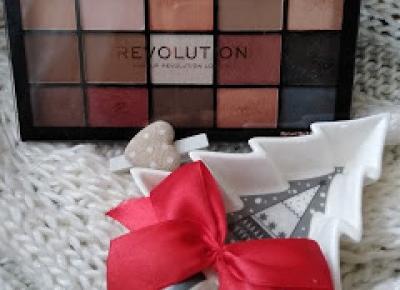 Kosmetyczny Świat Strzałeczki- receznje i testy kosmetyków: Paletka cieni z kalendarza adwentowego - REVOLUTION