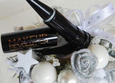 Czarny eyeliner Makeup Revolution Kajal