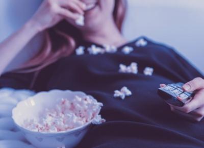 10 seriali na Netflix idealnych na wakacje!