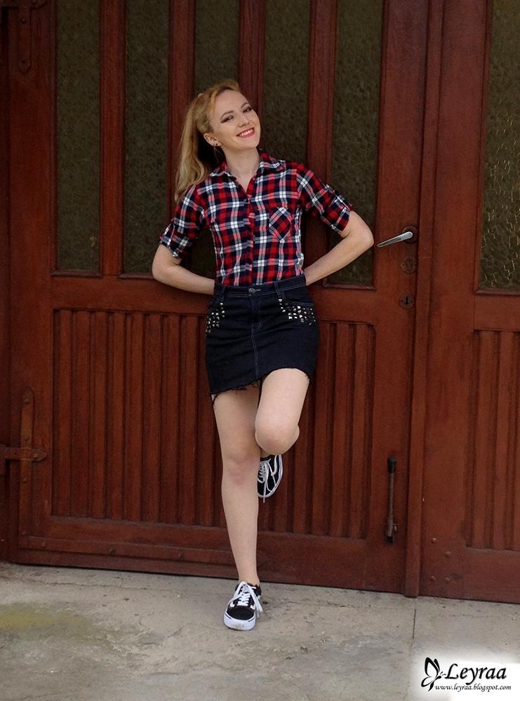DIY grafitowa postrzępiona spódnica z ćwiekami, koszula w czerwoną kratkę, trampki vansy | Blog Fashion and Beauty - Personal by Leyraa