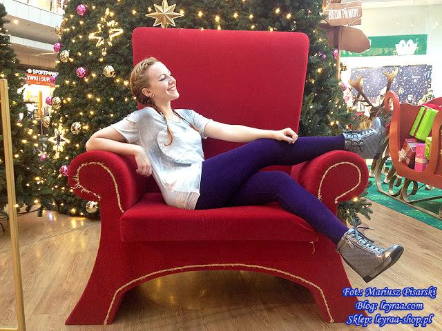 23.11.17 Fioletowe legginsy, szare sneakersy na koturnie pikowane, koszulka z sercem, warkocze dobierane | Blog Fashion and Beauty - Personal by Leyraa