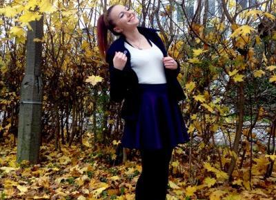 7.11.17 Beżowy sweterek, rozkoszowana śliwkowa spódnica, czarne rajstopy, lity z ćwiekami na słupku, granatowy krótki płaszcz, Skrzysko-Kamienna | Blog Fashion and Beauty - Personal by Leyraa