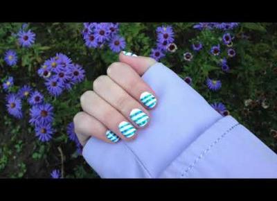 Hybrydy białe paznokcie w niebieskie skośne paski 💅🏻