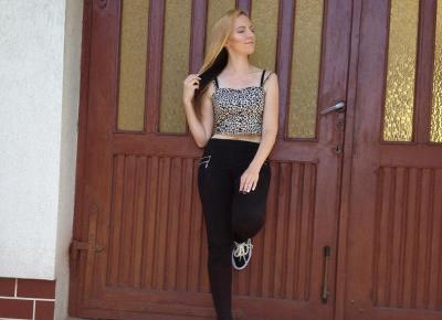 Bralet w panterkę, biały kardigan, czarne spodnie z wysokim stanem, vans old skool lite czarno-białe | Blog Fashion and Beauty - Personal by Leyraa