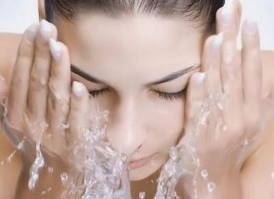 Mycie twarzy metodą 4-2-4