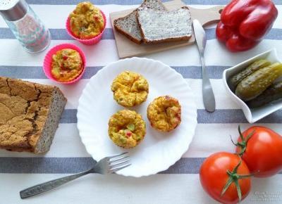 Jajeczne muffinki na śniadanie lub kolację – prosty przepis krok po kroku