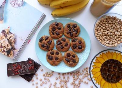 Ciasteczka z ciecierzycy, banana i masła orzechowego – prosty przepis krok po kroku