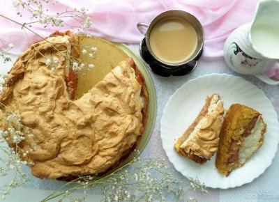 Bezglutenowe kruche ciasto z karmelizowanym rabarbarem i bezą - przepis