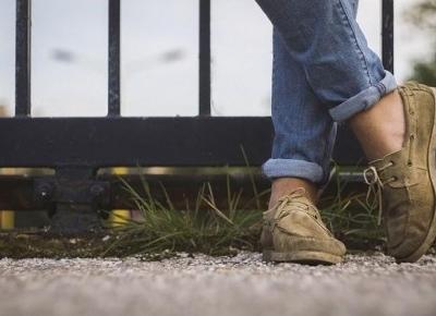 Mokasyny w plażowym wydaniu - hity obuwnicze na polskiej plaży