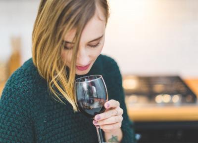 10 powodów dla których warto pić czerwone wino - Artykuły Wiadomości - NetKobieta