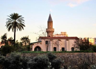 Nikozja - jedyna stolica na świecie podzielona na pół.