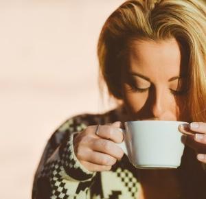 Czy kobieta karmiąca piersią może pić kawę? – Nutrigo