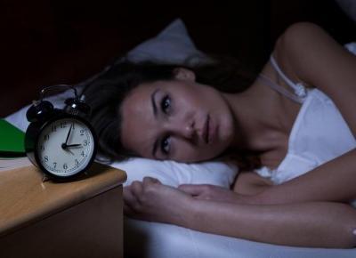 Ile czasu mija zanim zaśniesz? Co może to oznaczać..