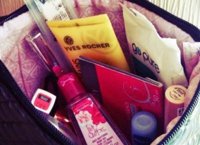 10 rzeczy, które każda z nas powinna mieć w kosmetyczce do szkoły.