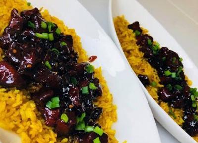 Przepisy kulinarne - Ryż smażony z wieprzowiną w sosie miodowym chilli  | Over The Heaven