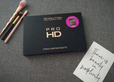 Patrycja Kozioł : Makeup Revolution Pro HD Eyes & Contour Palette