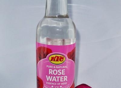 Woda różana jako naturalny tonik do twarzy
