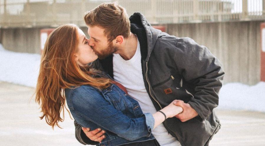 Kiedy najtrudniej rozmawiać o swoim związku? | RAZEM