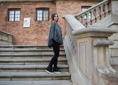 Italy poncho, konferencja PEI  | KING & QUEEN blog